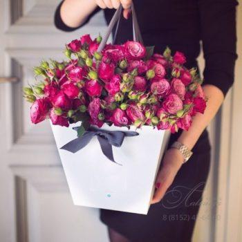 цветы в коробке в Мурманске